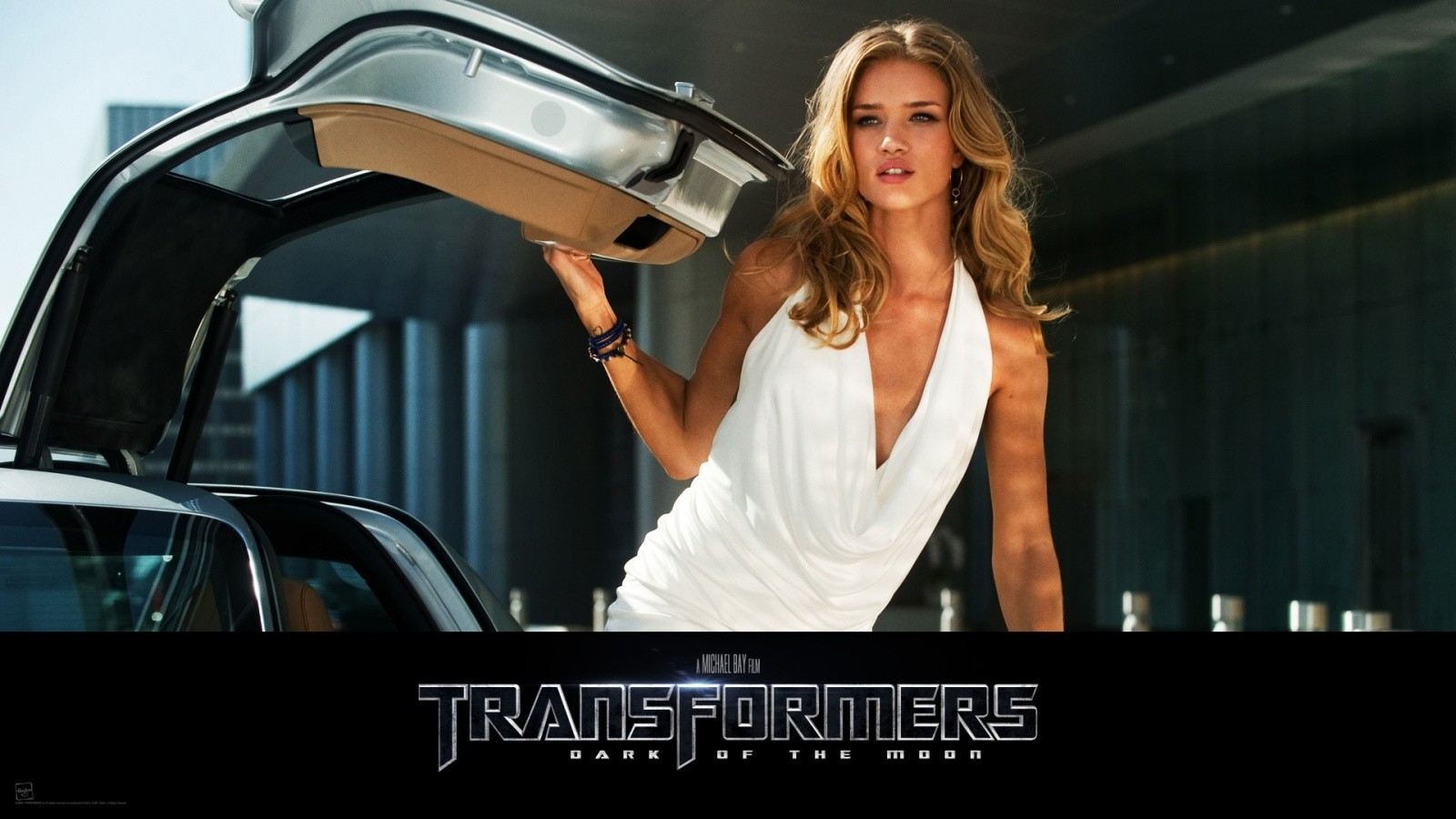 rosie_huntington_transformers-wallpaper-1600x900.jpg
