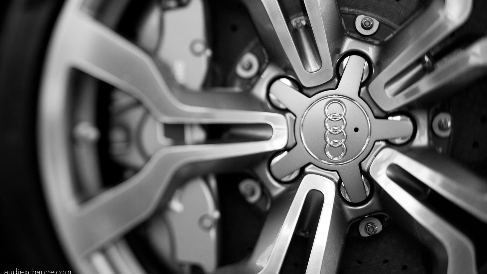 audi_r8_v10_5_2_fsi_coupe_wheel-wallpaper-1600x900.jpg