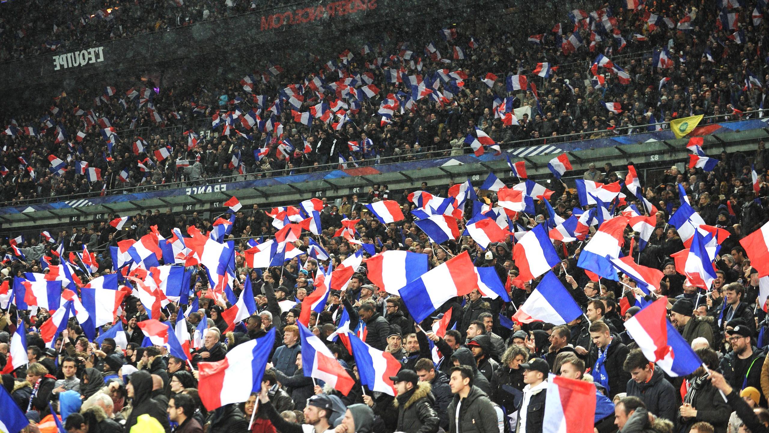 Football supporters équipe de France.jpg